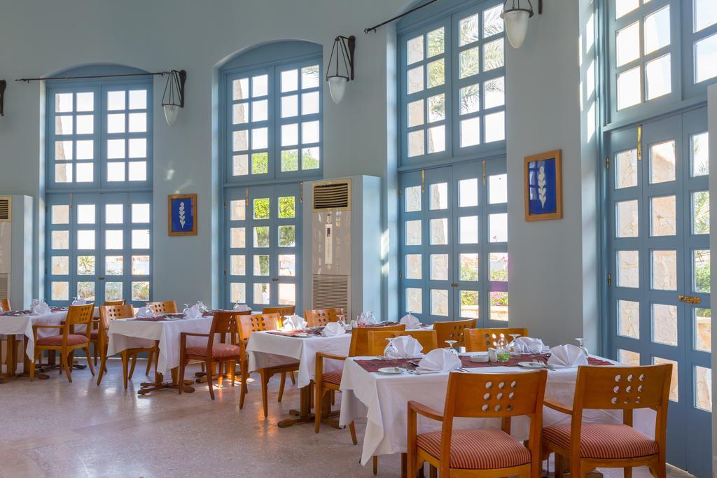 مطعم فندق ستراند بيتش & جولف ريزورت طابا هايتس