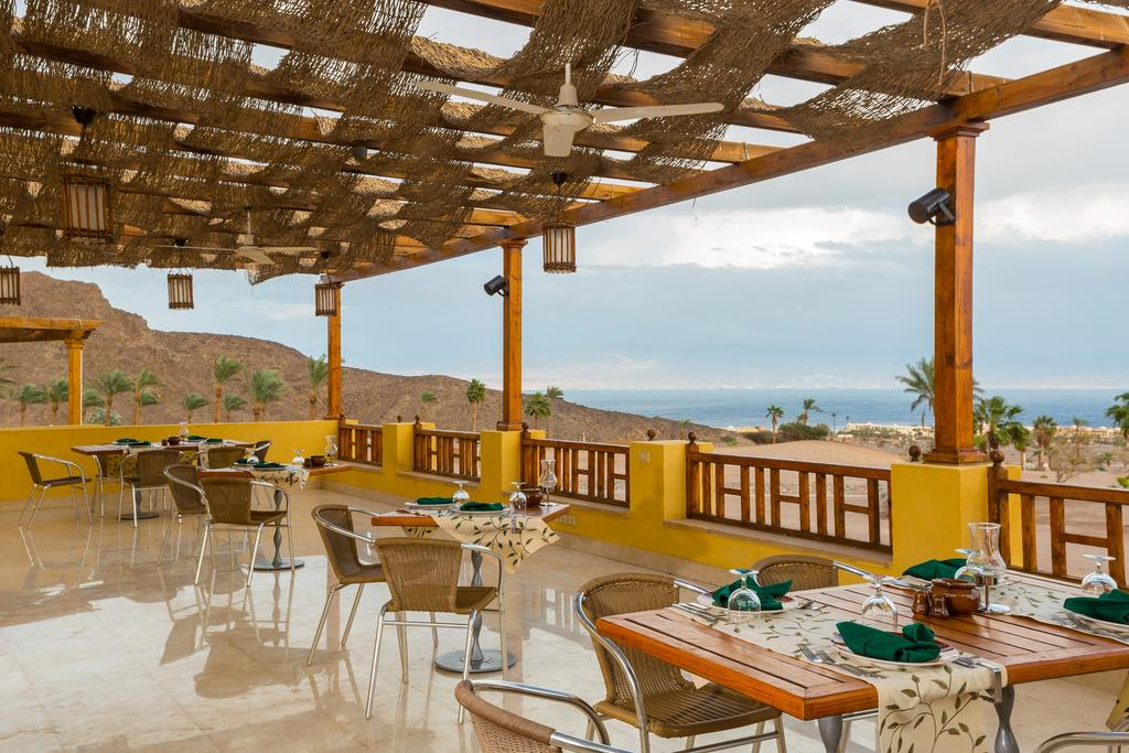 مطعم فندق باى فيو ريزورت طابا