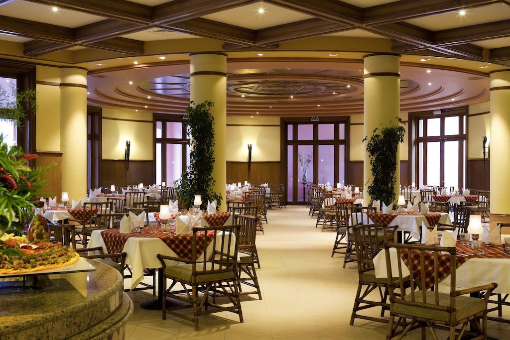 مطعم فندق سوفيتيل طابا