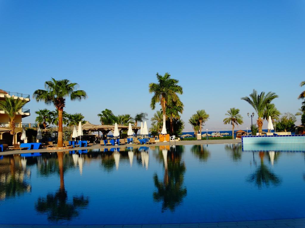 حمامات سباحه فندق لابلايا بيتش ريزورت
