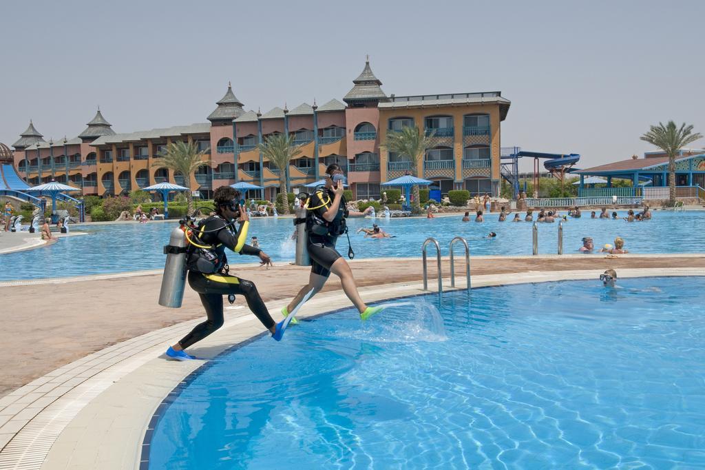 حمامات سباحة فندق دريمز بيتش مرسى علم