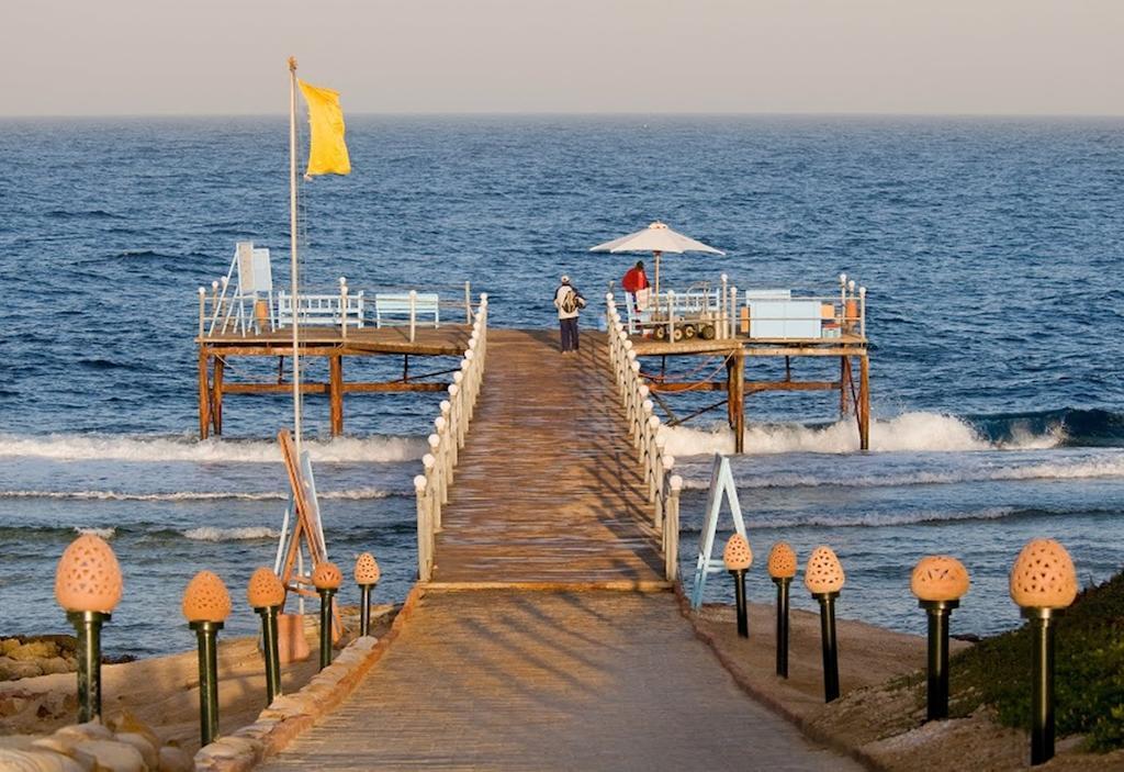 شاطئ فندق اكاسيا بيتش مرسى علم