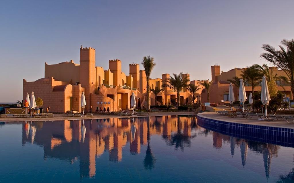 حمام سباحة فندق كلوب كاليميرا اكاسيا سويس ريزورت