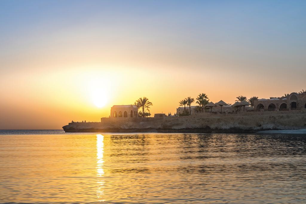 شاطئ فندق موفنبيك القصير