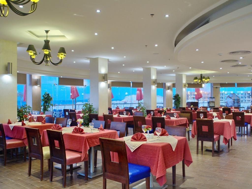 مطعم فندق بورتو مطروح بيتش