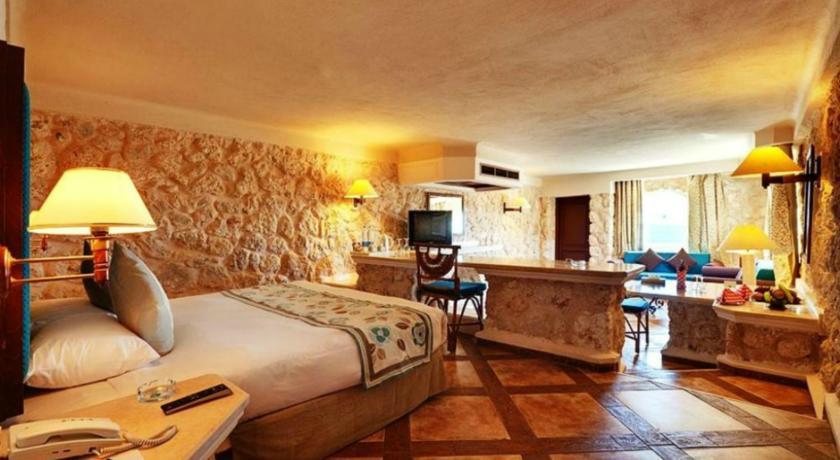 فندق الباتروس ستيادل ازور سهل حشيش