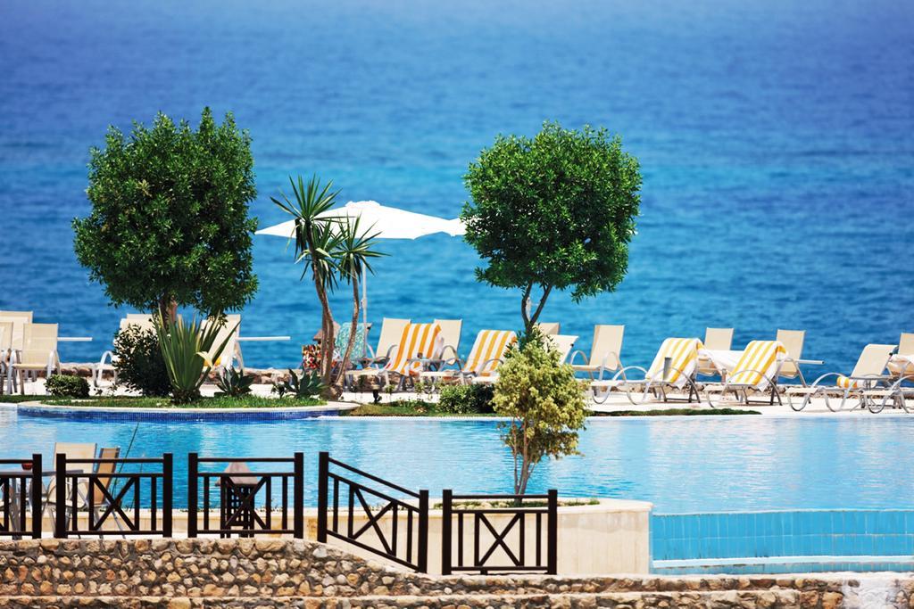 شاطئ فندق موفنبيك السخنة العين السخنة