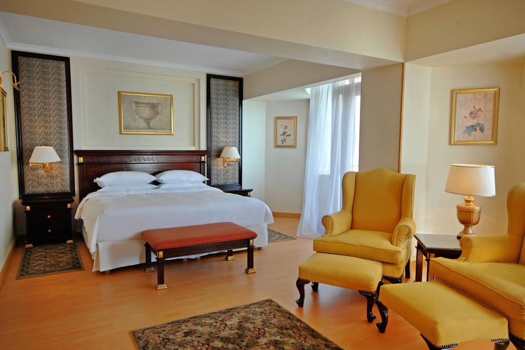- فندق شيراتون المنتزة 5 نجوم